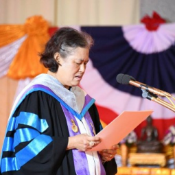 Her Royal Highness Princess Maha Chakri Sirindhorn represents His Majesty King Maha Vajiralongkorn Bodindradebayavarangkun to bestow a degree to the newly graduated of Thaksin University