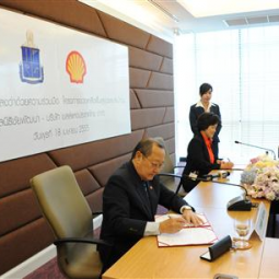 The Signing Ceremony of the Memorandum of Understanding between the Chaipattana Foundation and the Shell Company of Thailand Limited